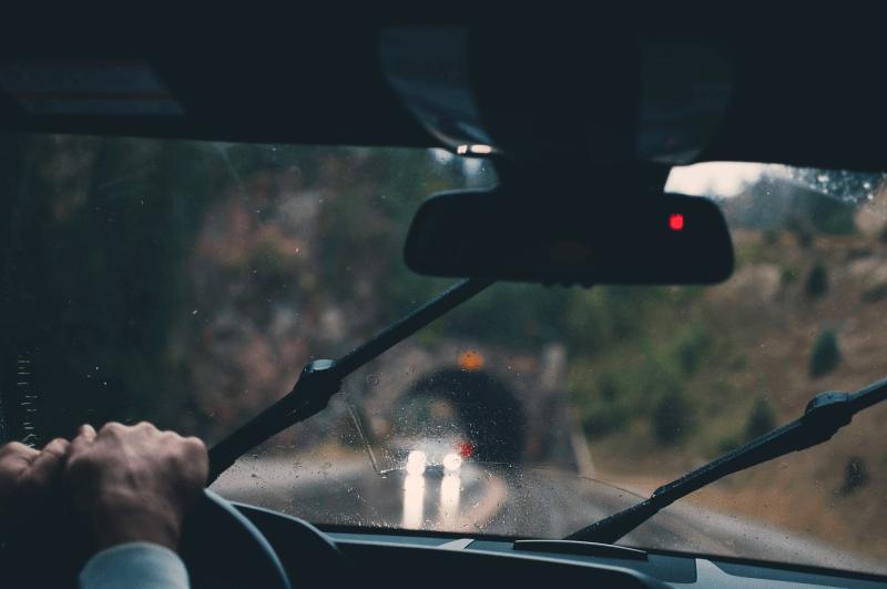 Na co zwrócić uwagę podczas korzystania z wypożyczalni samochodów