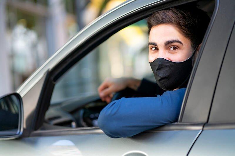 Czy młodzi kierowcy muszą mieć zielony listek na aucie?