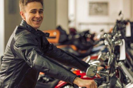 Co powinna zawierać umowa kupna sprzedaży motocykla?